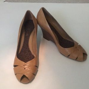 NWOT Kenneth Cole Reaction leather wedge shoe